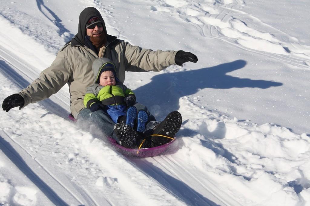sledding-1431789_1280